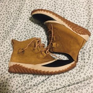 LIKE NEW! SOREL Out N About Duck Boots